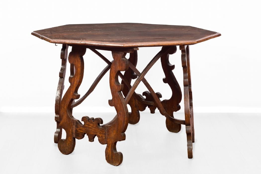 Octagonal lyre table